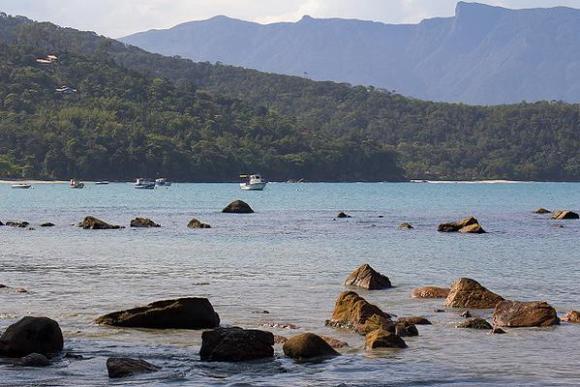 turismo-irresponsavel-ameaca-biodiversidade-em-recifes-corais-impacto-pesca-turistas-banhistas