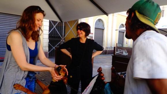 ativistas-distribuem-comida-vegetariana-a-moradores-de-rua-em-porto-alegre-vanguarda-abolicionista-expointer