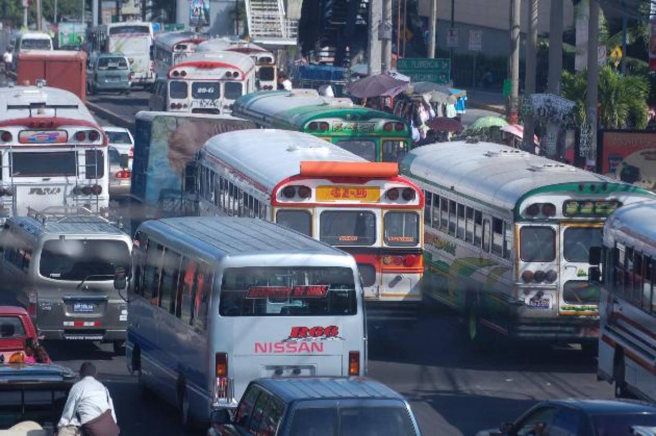 Cobrarán multas de tránsito a cuenta del subsidio a buseros