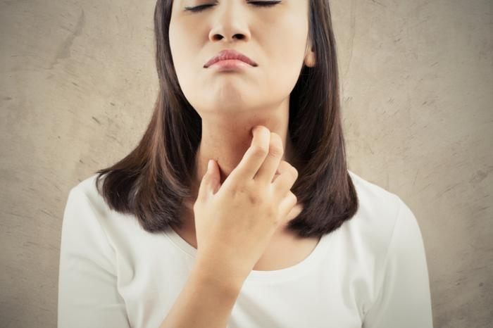 Itchy throat: Causes and remedies