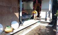 Surut, Air Sumur Keruh dan Amis, Korban Banjir Kesulitan Air Bersih