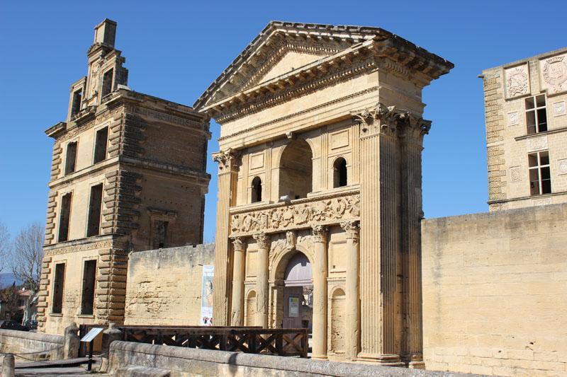 """Luberon villages Provence France Lourmarin Rent-Our-Home rentourhomeinprovence Chateau la Tour d""""aigues"""