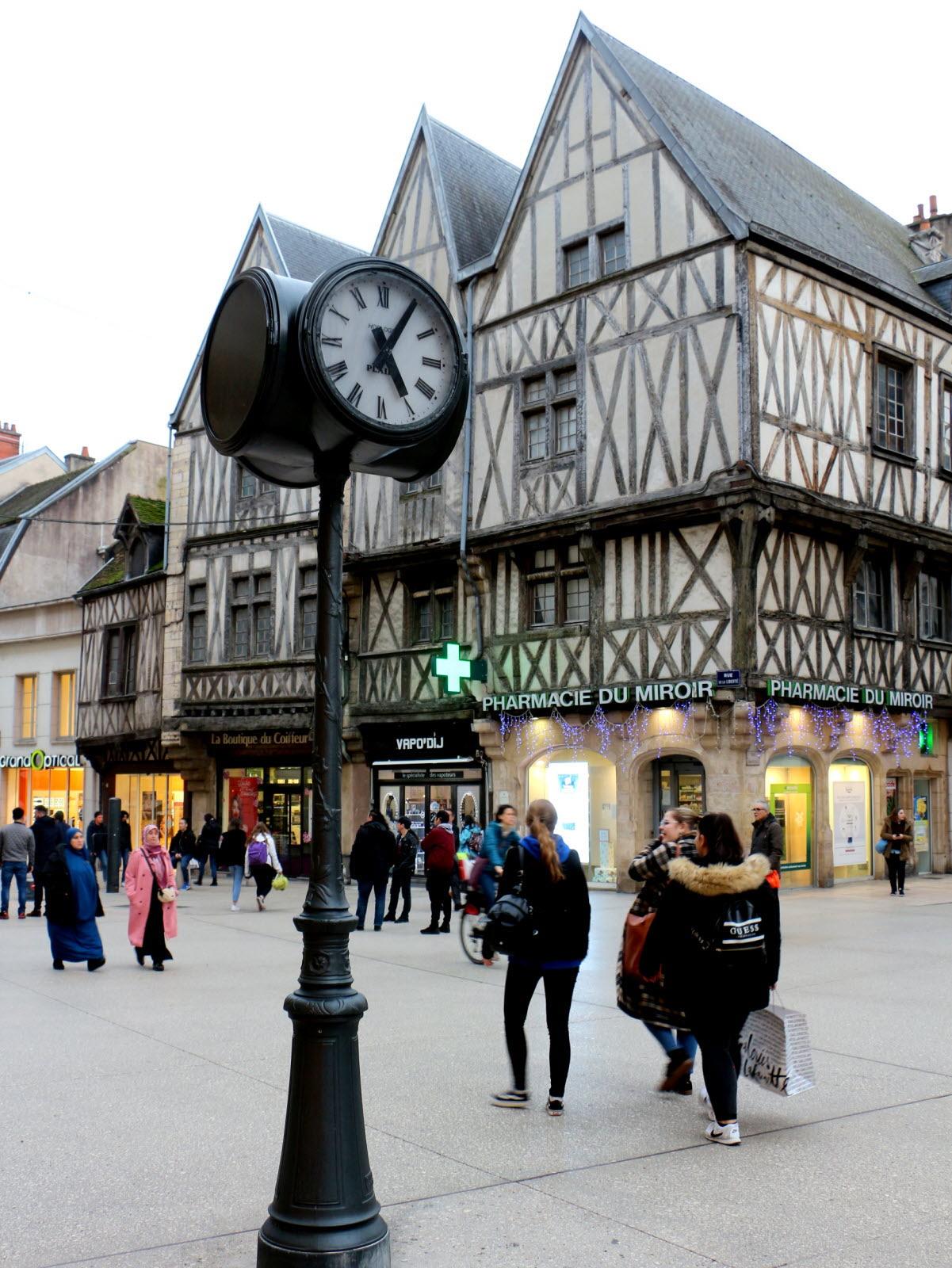 Cote D Or Patrimoine Dijon L Horloge Du Miroir Est Revenue