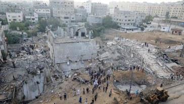 """Macron condamne """"fermement"""" les tirs revendiqués par le Hamas et appelle au cessez-le-feu"""