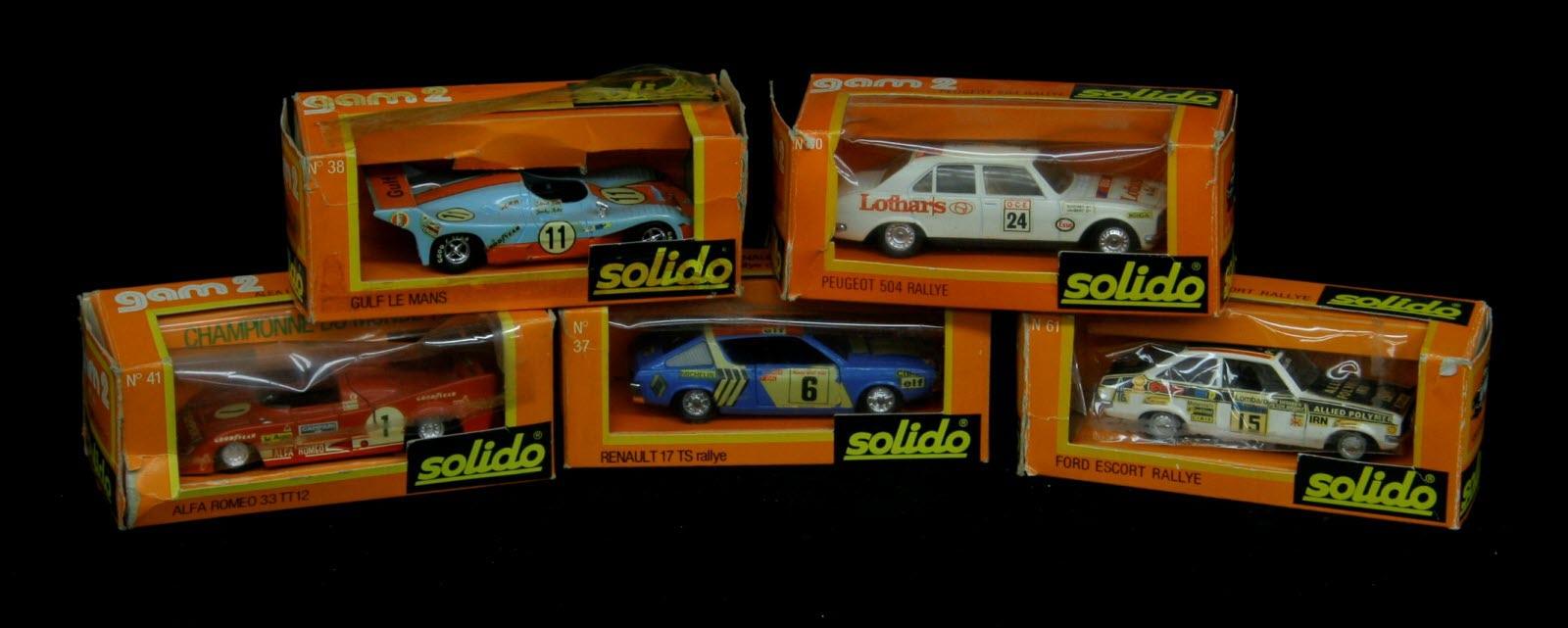 des voitures miniatures aux encheres