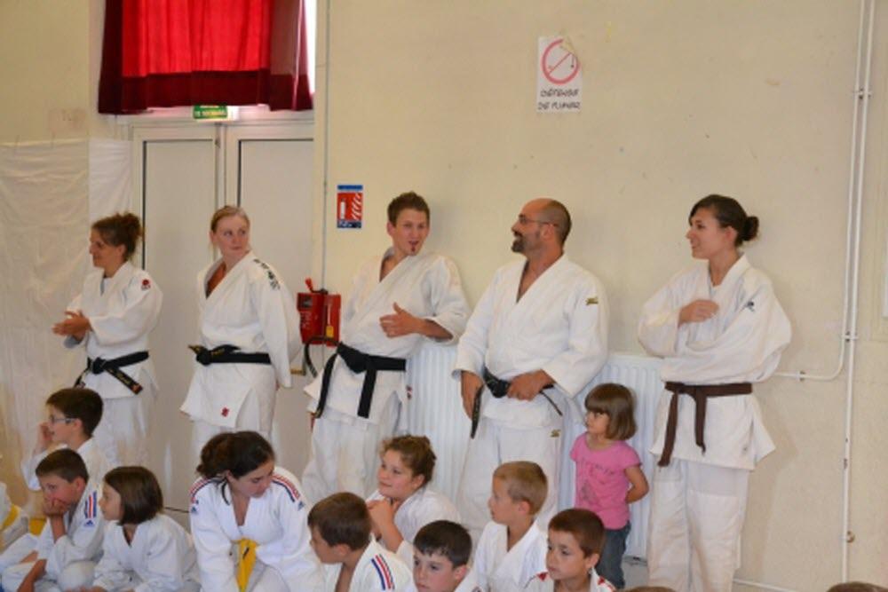 club de judo sur un tapis volant