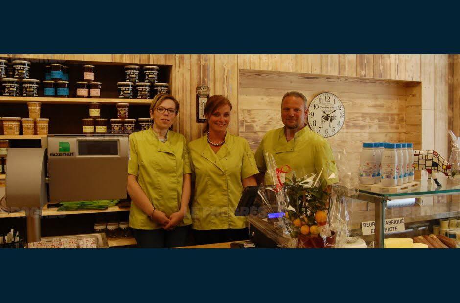 Sabrina Lachiver, Emilie et Pascal Humbey prêts à vous accueillir. Photo Emmanuel CALAFIORE
