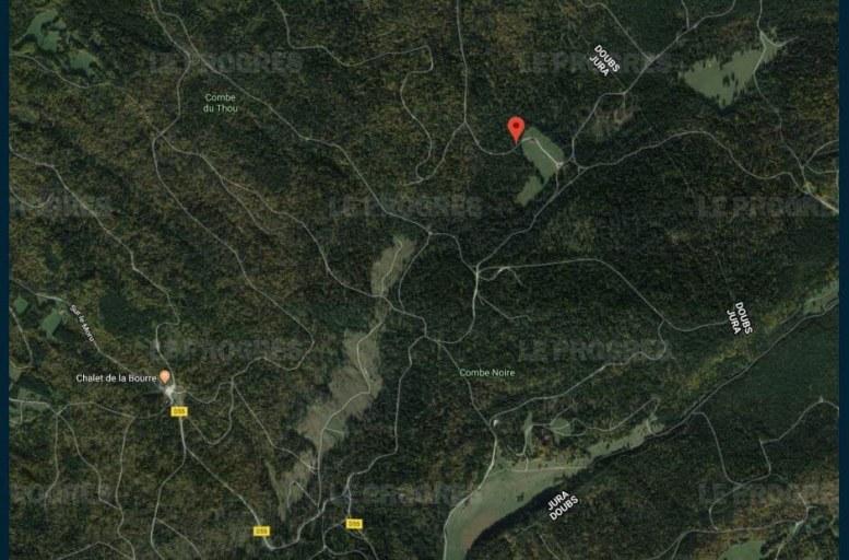 Les débris de l'aéronef se situeraient sur la Combe Noire. Photo capture Google Maps