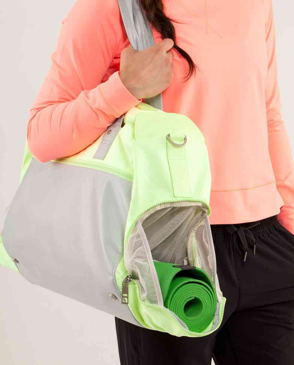 yoga on the run duffel | women's bags | lululemon athletica