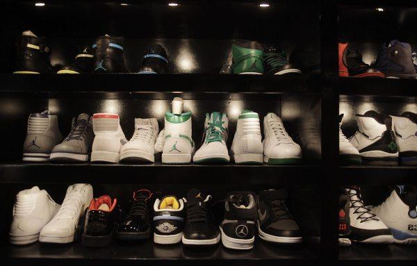 Hawks star Jeff Teague takes sneaker closet across state ...