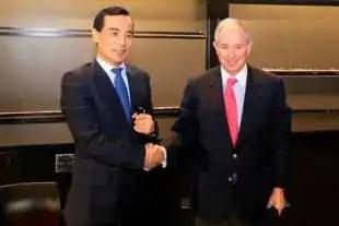 Wu Xiaohui di Anbang con Stephen Schwarzman di Blackstone