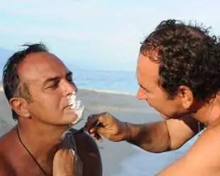 isola dei famosi giucas casella fa la barba ad antonio cabrini