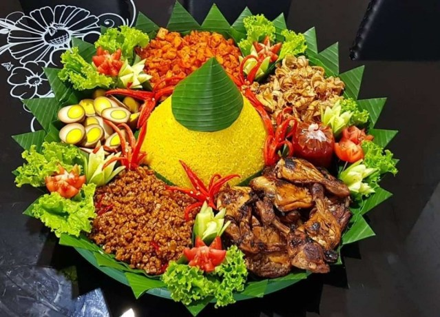Hasil gambar untuk nasi tumpeng