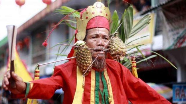 Hasil gambar untuk tradisi tatung singkawang