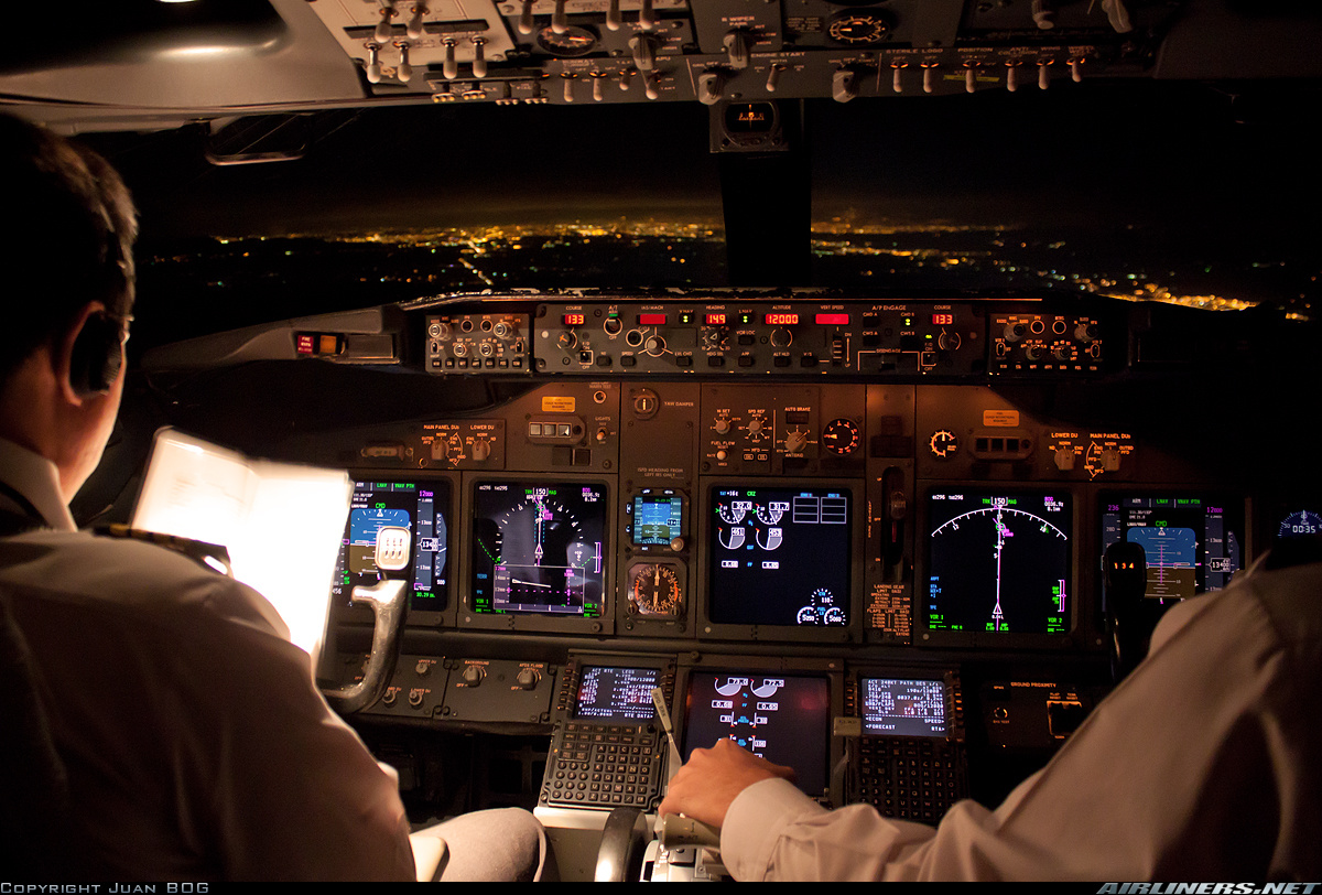 Juan BOG's photo showing the VSD on the 737's Captain's ND.