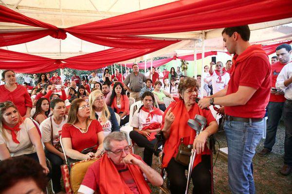 Santiago Peña, durante su encuentro en Ypane. Foto: Gentileza.