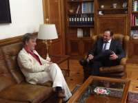 El presidente de la DPT expresa al alcalde de Zaragoza su deseo de luchar contra la despoblación