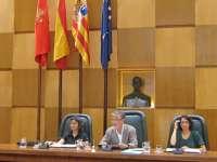 Pleno.- El Ayuntamiento aprueba, por unanimidad, la reducción de sueldos y la distribución de asesores