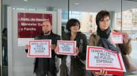 Dos familias recaban 285.000 firmas para reclamar un nuevo fármaco contra la distrofia muscular de sus hijos