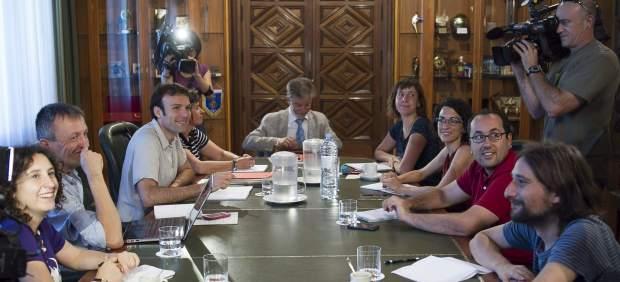 Primera reunión de gobierno del equipo de Pedro Santisteve (Zaragoza en Común) al frente del Ayuntamiento.
