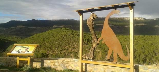 Una de las paradas del DINOpaseo en El Castellar