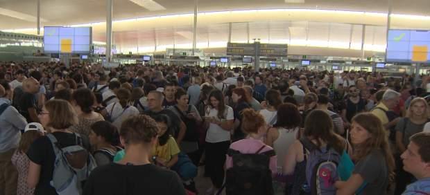 Continúan las colas en el aeropuerto de El Prat