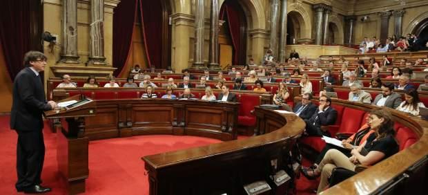 El pte.C.Puigdemont interviene ante el pleno del Parlament.