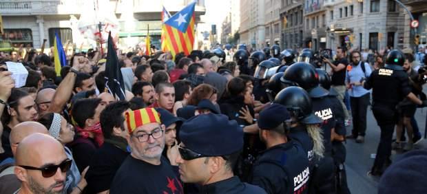 Resultado de imagen para Independentistas y policías