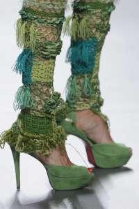 Francis Montesinos presenta sus diseños de calzado de alta costura con plataformas y altos tacones
