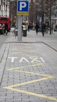 El Justicia propone al Ayuntamiento que haya taxis con capacidad para más de cuatro ocupantes