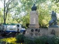 El Ayuntamiento acometerá la limpieza de 128 esculturas y monumentos que estén afectados por actos incívicos