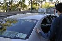CHA debatirá si incluye en el programa que los taxis ocupados utilicen la plataforma del tranvía
