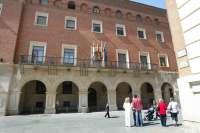 El PP logra 9 diputados en la DPT y el PSOE 8 pero decidirá el PAR