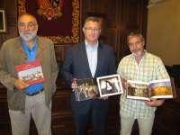 El Ayuntamiento turolense reedita el libro de fotografías de la ciudad bajo el título 'Teruel Ciudad del Amor'