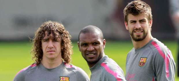 Gerard Piqué, con Abidal y Puyol