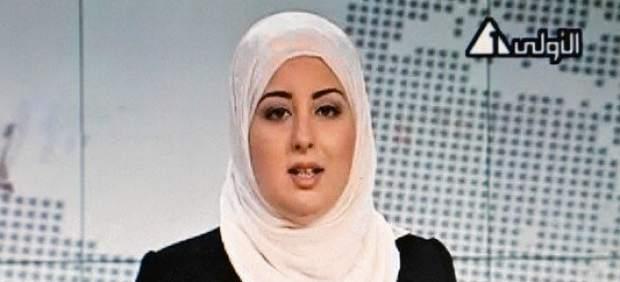 Fatima Nabil, con velo, en la televisión egipcia