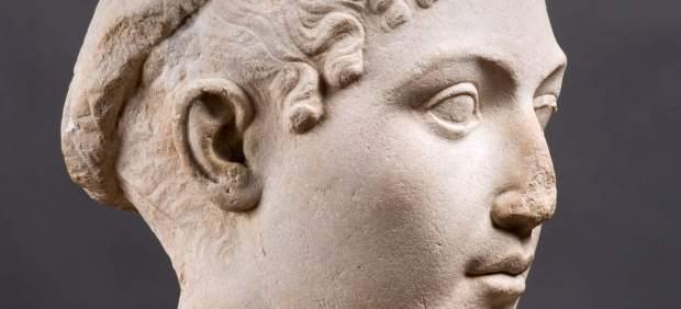 Busto en mármol de la reina Cleopatra