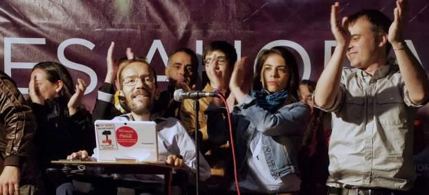 Pablo Echenique y su equipo, en la noche electoral de los comicios autonómicos de 2015.