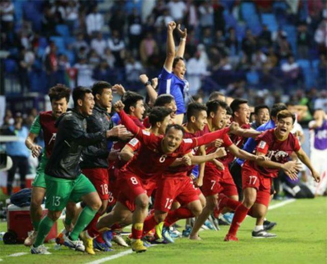 V-League 2019 rực lửa: Quang Hải & dàn SAO Việt Nam đấu ngoại binh thế nào? - 1