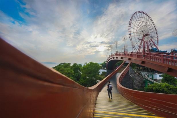 Ngành du lịch Quảng Ninh ngày càng phát triển và thu hút nhiều khách  tới đây