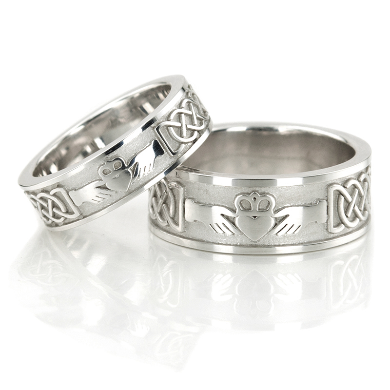 HH 146 14K Gold Claddagh Celtic Wedding Band Set