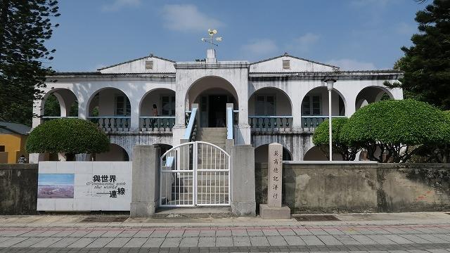 『ガジュマルに覆われた建物』by すわうた|徳記洋行/安平樹屋 ...