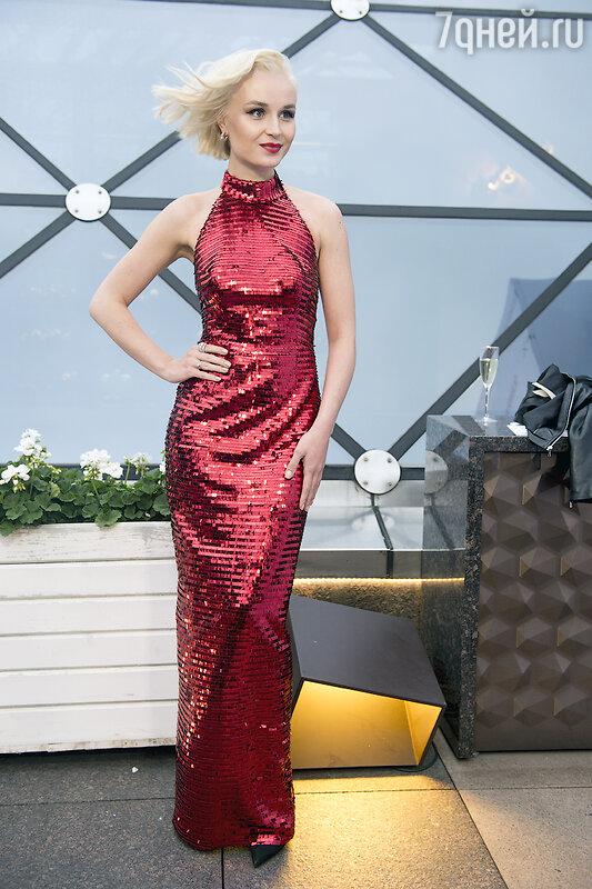 Полина Гагарина поразила всех блестящим платьем - 7Дней.ру