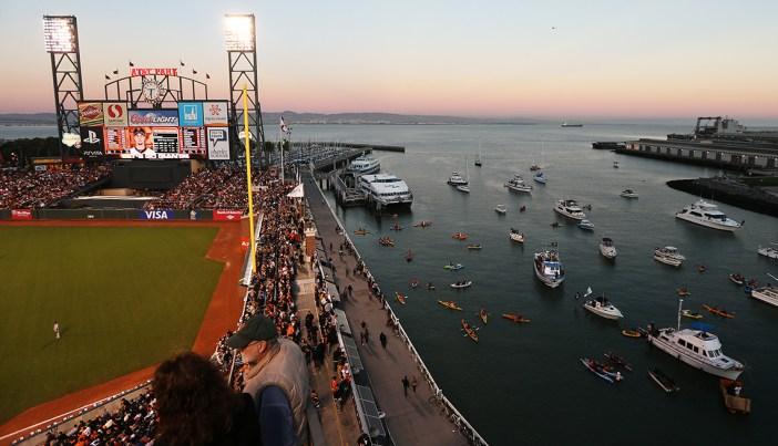 AT&T Park, casa de los Gigantes de San Francisco, a orillas de la bahía.