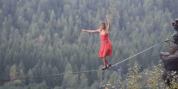 Photos Fearless Woman Walks Highline In High Heels In The