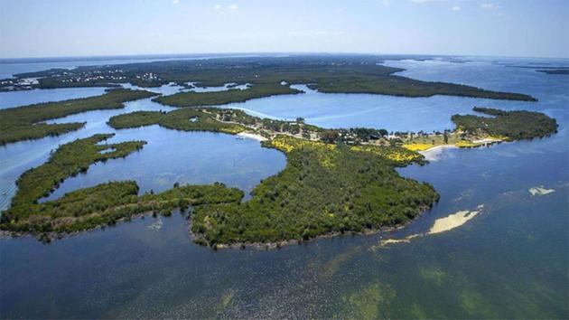 Os proprietários de Little Bokeelia Island, uma ilha de 104 acres sul de Tampa Bay, na Flórida., Estão colocando a terra à venda.  <Span class = meta> Cortesia de Michael Saunders & Company / ABC News </ span>