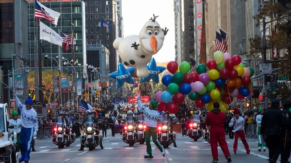Macy's Thanksgiving Day Parade makes its way through ...