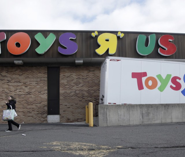 Store Closing Sales Begin At Toys R Us Locations In New York New Jersey Connecticut Abc7ny Com