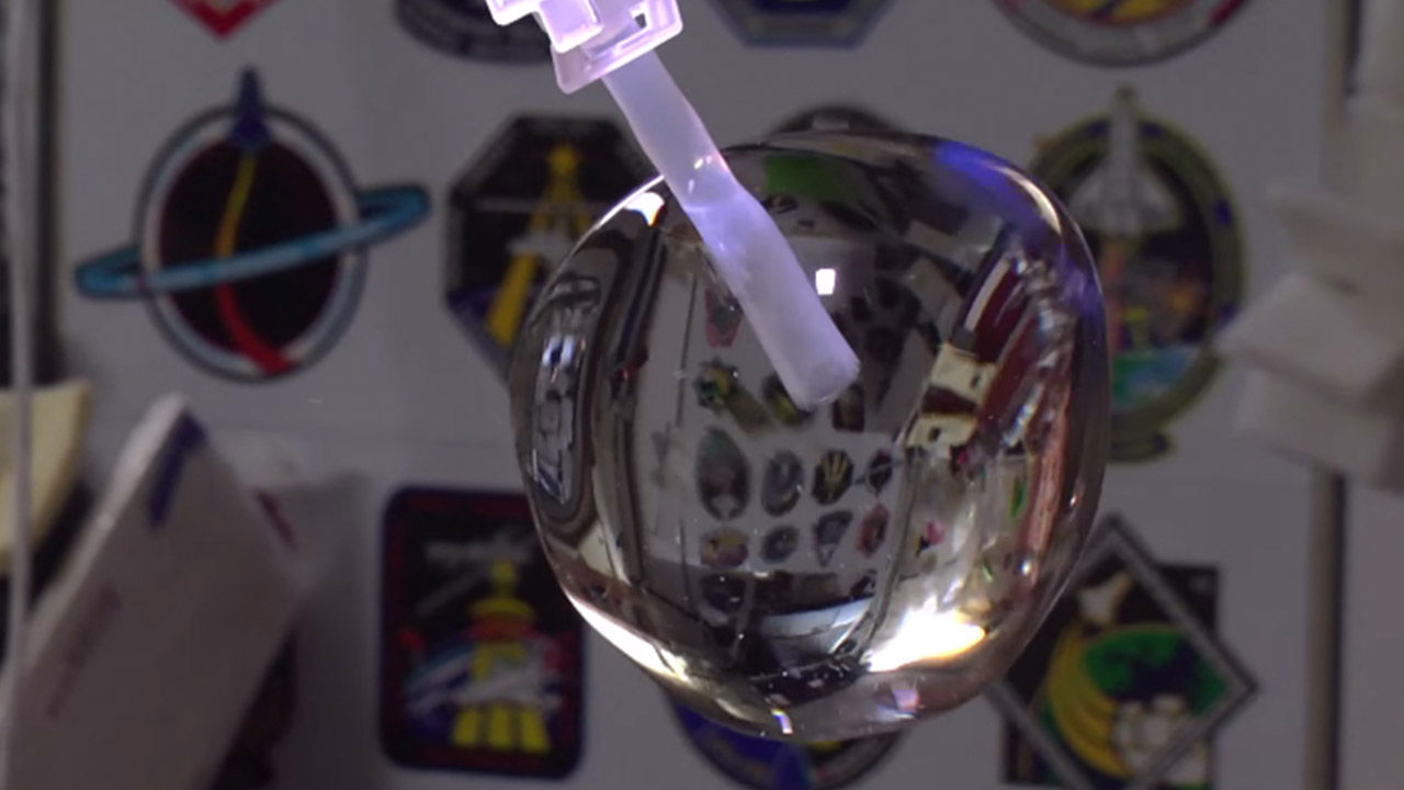 COOL SCIENCE: NASA astronauts film themselves play around ...