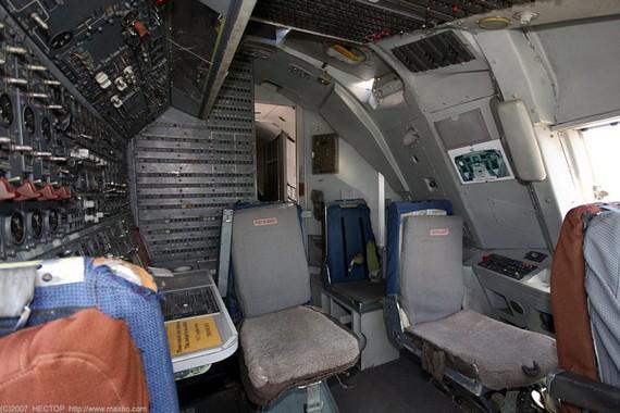 Boing 747 200 Cockpit 9 Pics